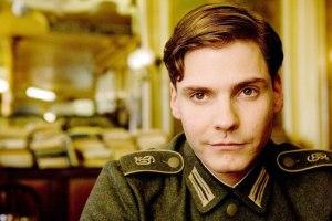 Et je me suis découvert un crush sur Daniel Brühl... *-*